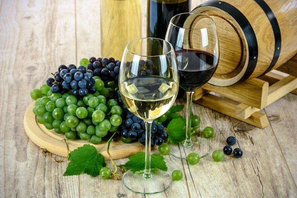 bílé a červené víno
